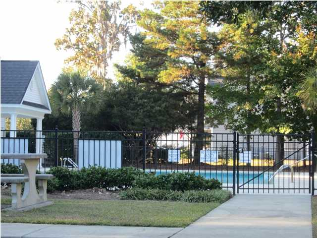 grand oaks amenities in west ashley